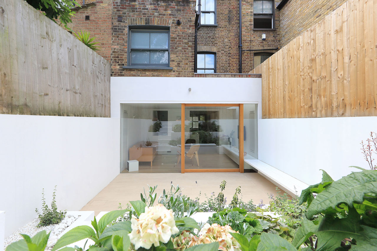 A victorian house in east london gets a modern extension for Dining room extension