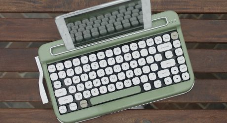 PENNA: A Vintage Typewriter-Inspired Bluetooth Keyboard