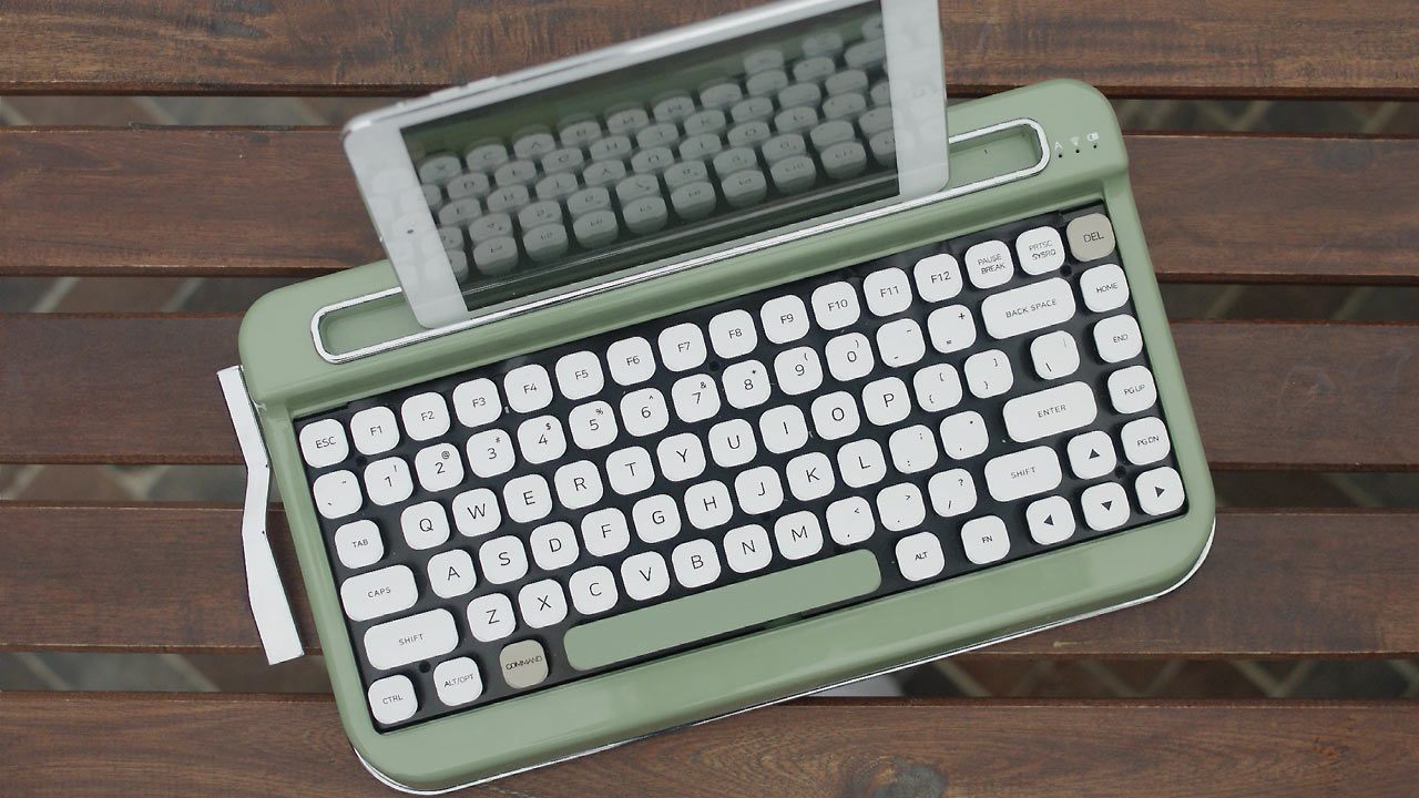 6b8e412ecb1 PENNA: A Vintage Typewriter-Inspired Bluetooth Keyboard - Design Milk