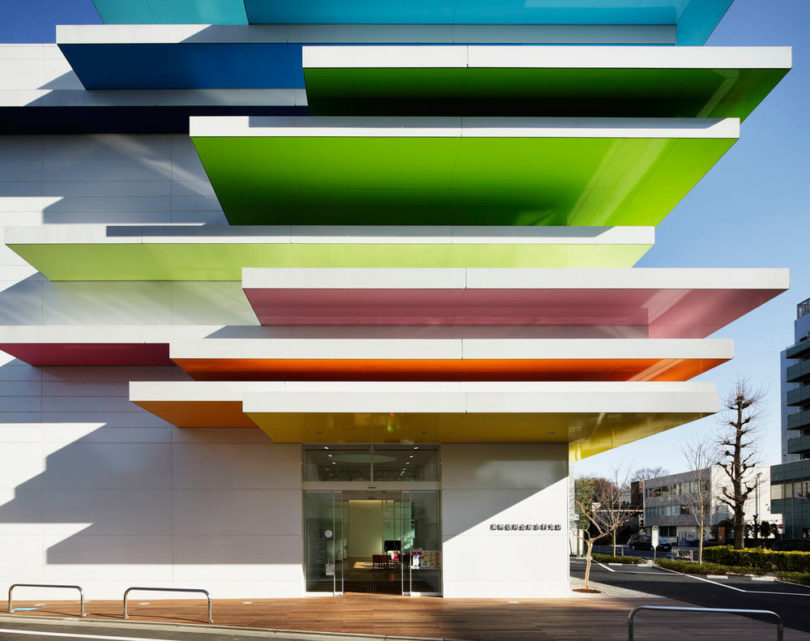 10 modern buildings with facades that keep us staring for Modern bank building design