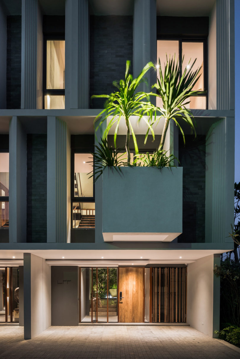 A modern townhouse with a private garden in bangkok for Modern townhouse design