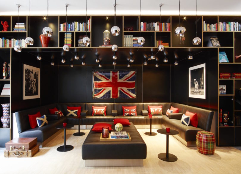 Mobile modern modular citizenm s tower of london hotel for Modern hotels in london