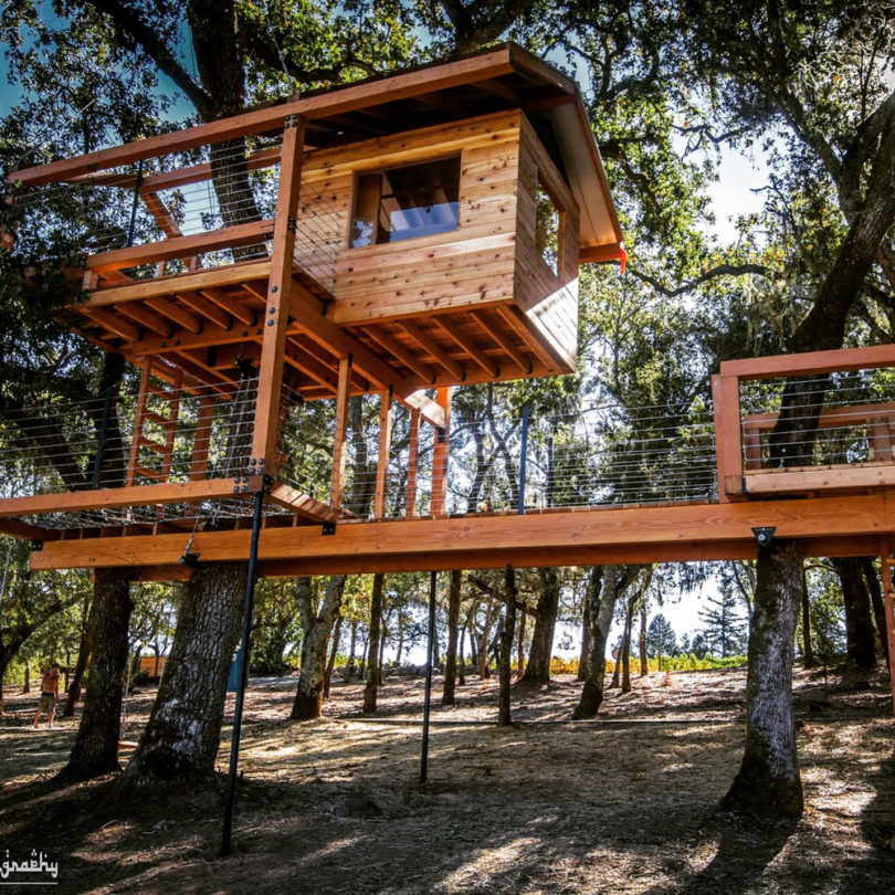 10 modern treehouses we 39 d love to have in our own backyard for Modern tree house designs