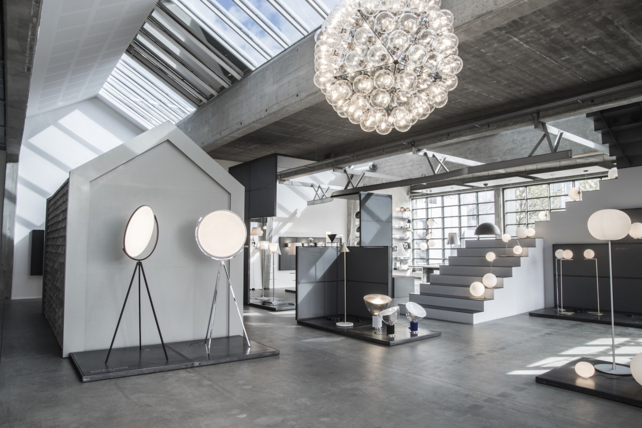 Oeo Studio Creates An Immersive Experience For The Flos
