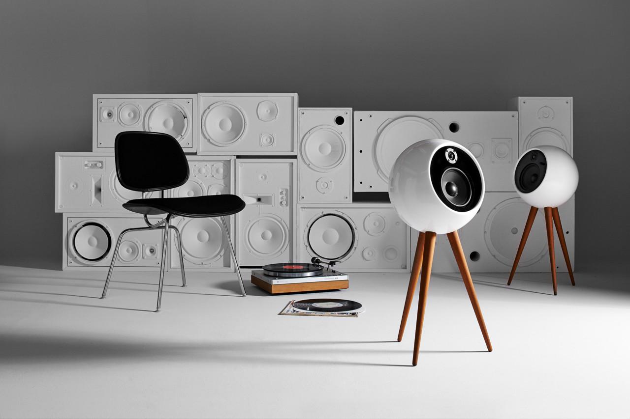 bossa moonraker retro futuristic stereo speaker system design milk. Black Bedroom Furniture Sets. Home Design Ideas