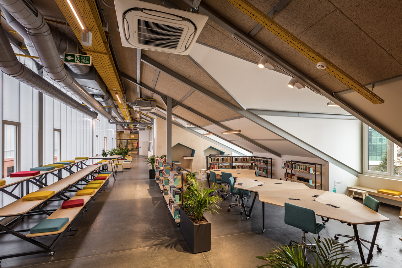 A Private Sezin School Open Roof Space by ATÖLYE