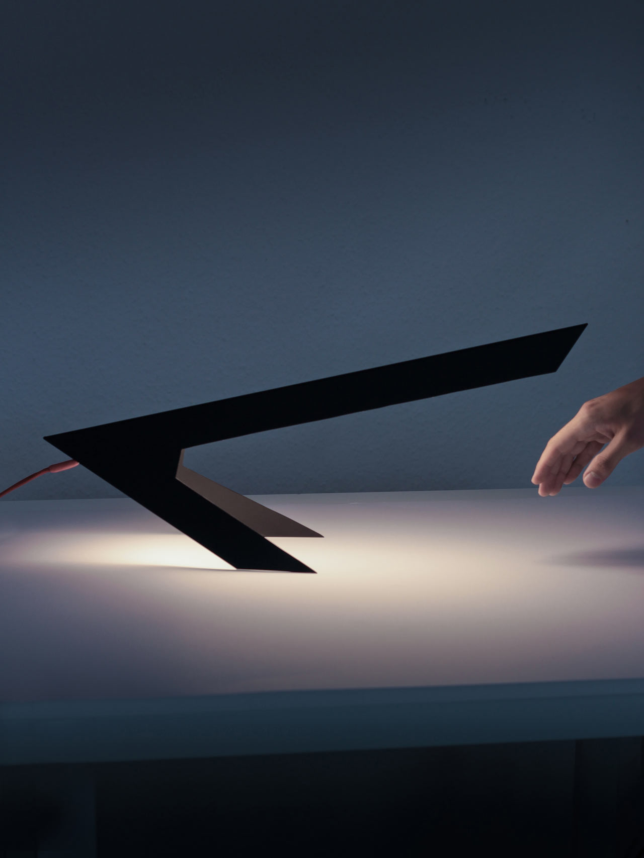 """backReturn to """"Blackbird Lamp Looks Like an Abstract Bird Perched on Two Feet"""""""