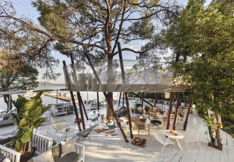 A greek hotel made for families with little travelers for Design hotel ekies all senses