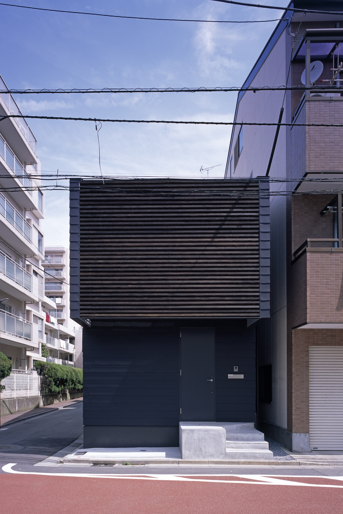 SLIDE Minimalist House by APOLLO Architects & Associates