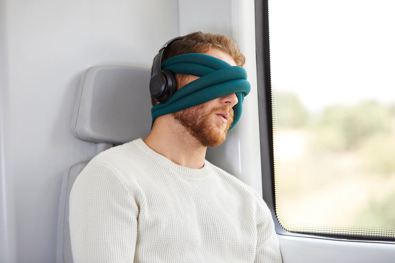 Studio Banana Launches Their Latest Nap Accessory: OSTRICHPILLOW LOOP