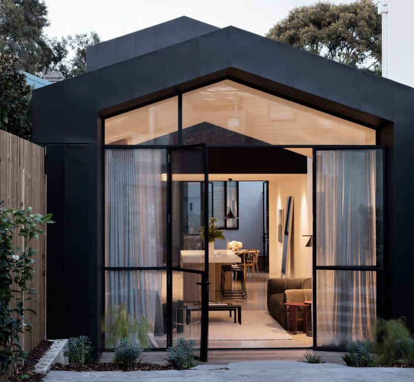 A House Mullet Family Home in Melbourne by Pandolfini Architects