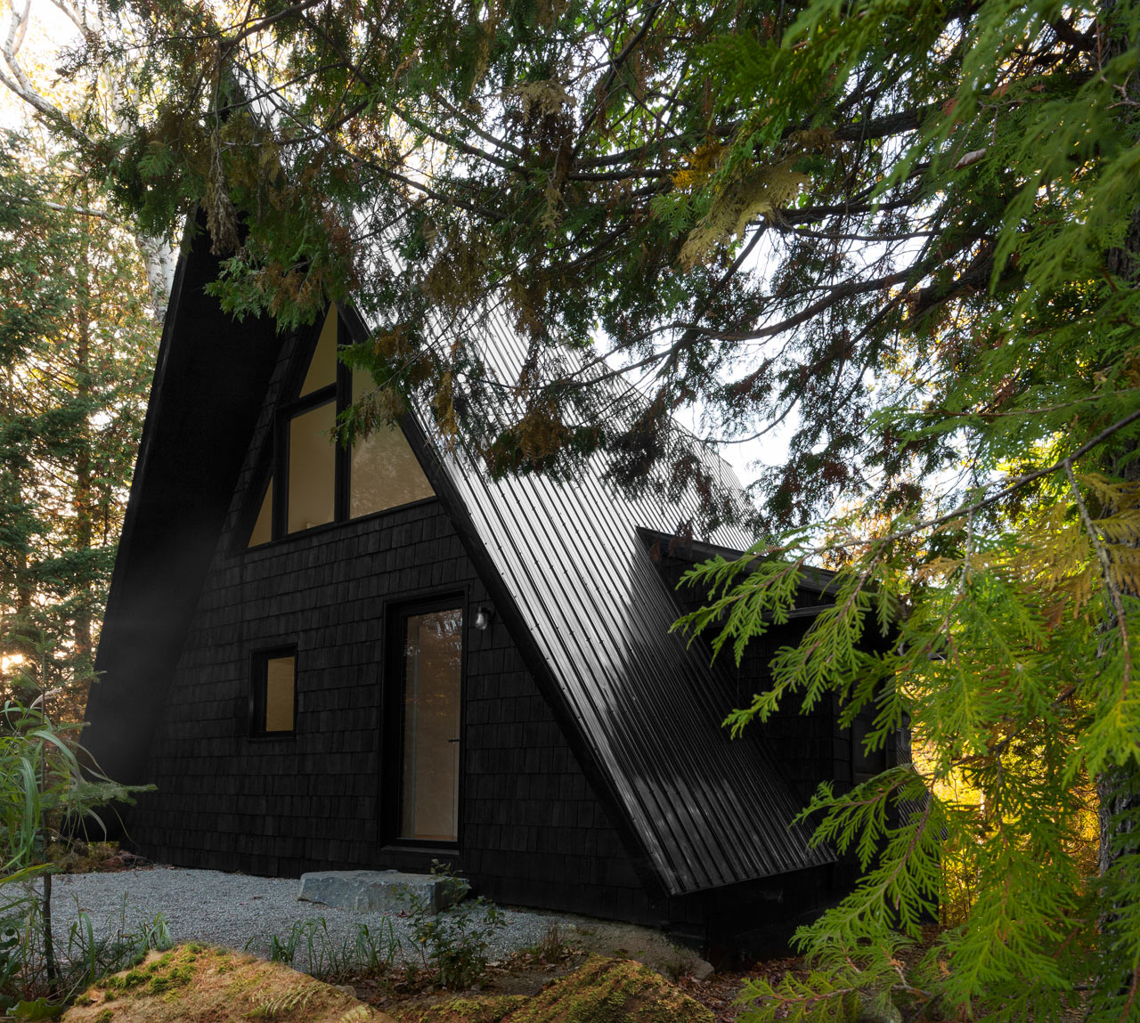 Jean Verville architecte Renovates a Canadian A-frame House - Design ...