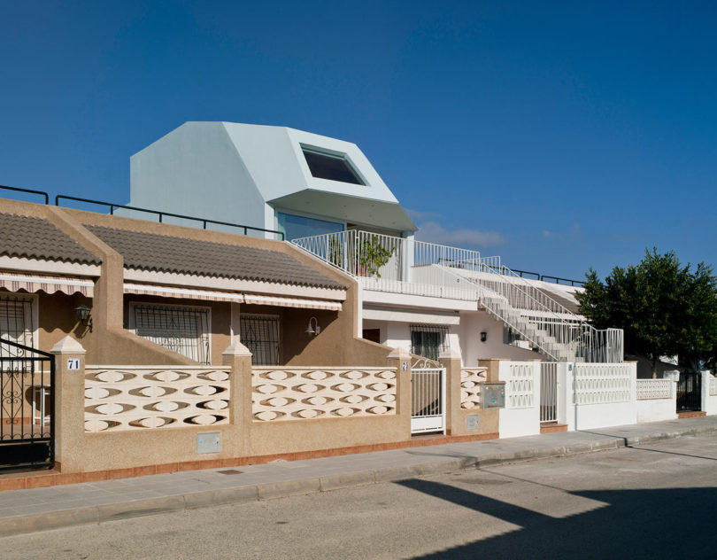 A Beach House on the Mediterranean Coast by Laura Ortn Architecture