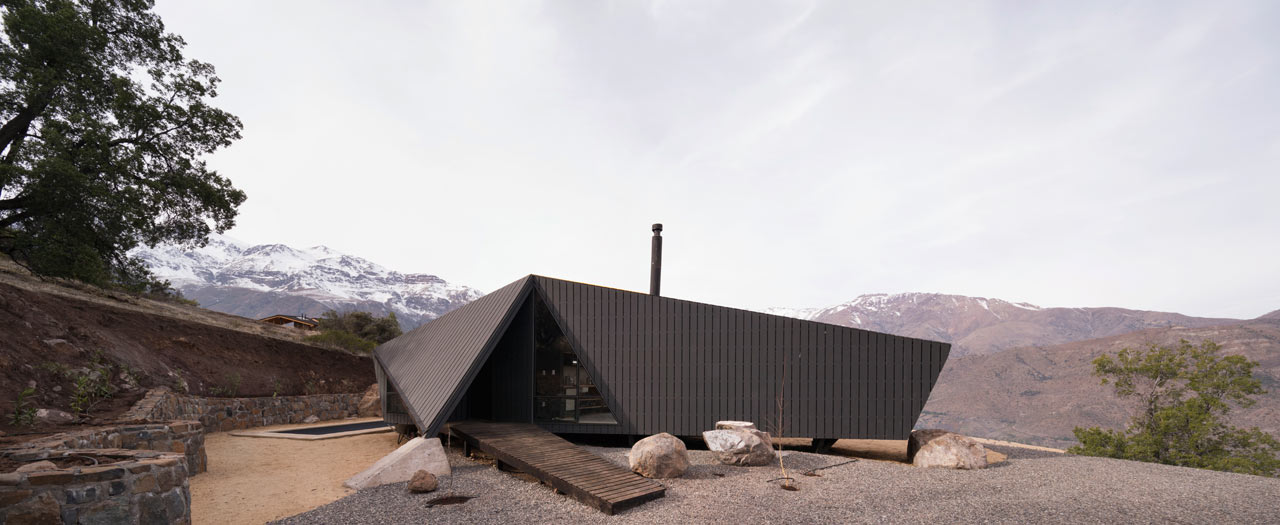 A Small Mountaineer's Refuge in Chile by Gonzalo Iturriaga Arquitectos