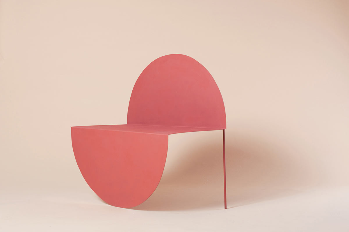 The La Redonda Chair's Design Plays with a Two-Dimensional Circle