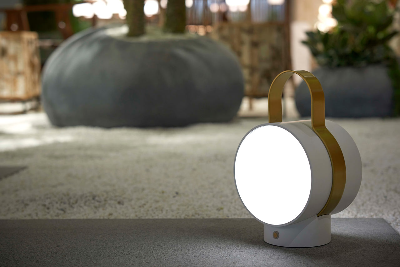 TAKE A WAY: A Portable Lamp Inspired by Railway Station Lanterns