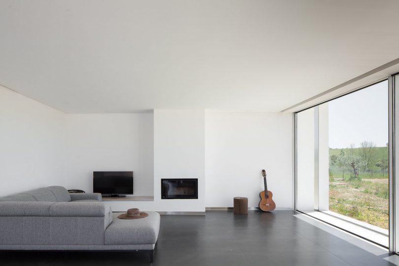 House in Santarém by Vasco Cabral + Sofia Saraiva
