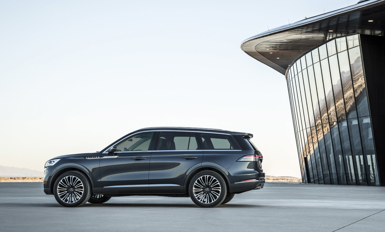 The New Lincoln Aviator Plugs Into Design and Technology