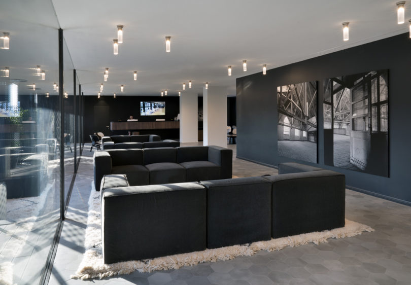 The m89 hotel hotel in milan takes special notice of its for Grey hotel milano