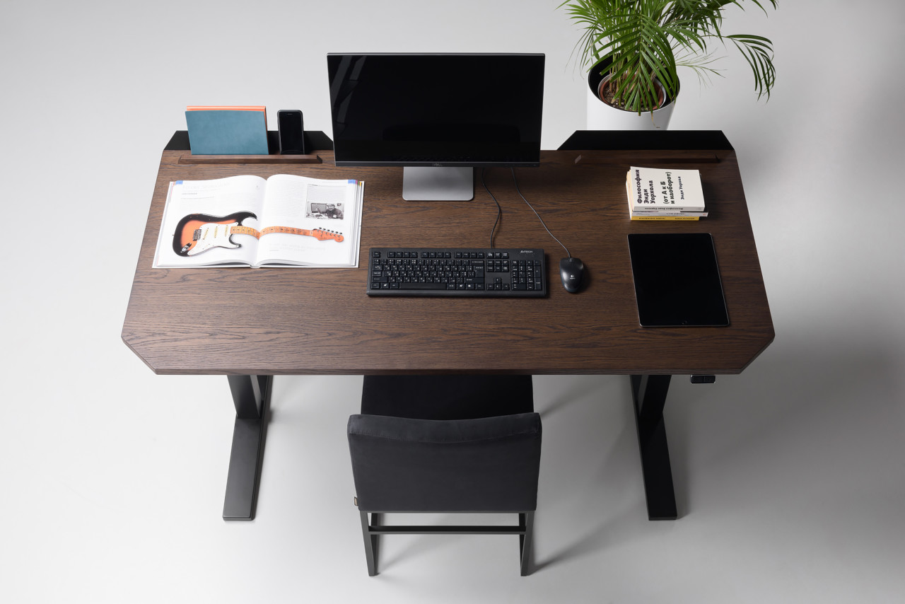 The UFO Lift Elevates Standing Desk Design