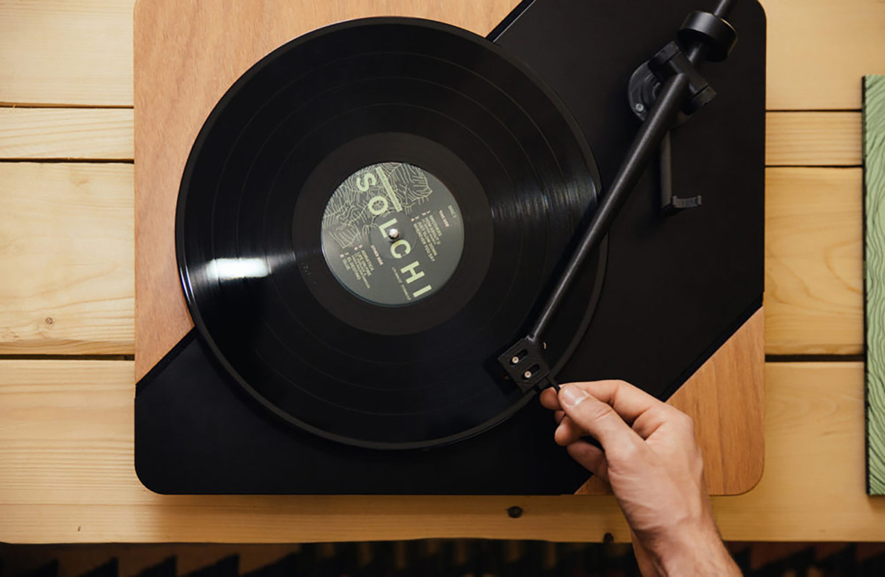 The Logigram Turntable Combines Analog Audio With 3D Printing