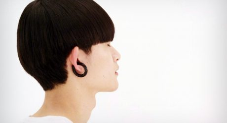 A Commanding Wireless Earphones Design by Dotcom Creation