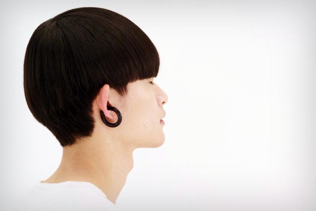 A Commanding Wireless Earphones Design by Dotcom Creation