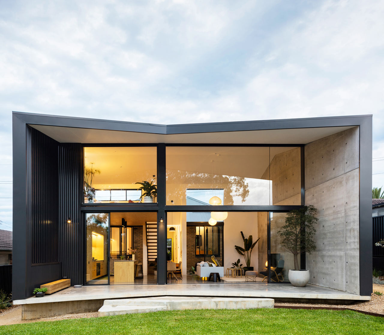 A Bungalow in Sydney Gets a Dramatic, Pavilion-Like Addition