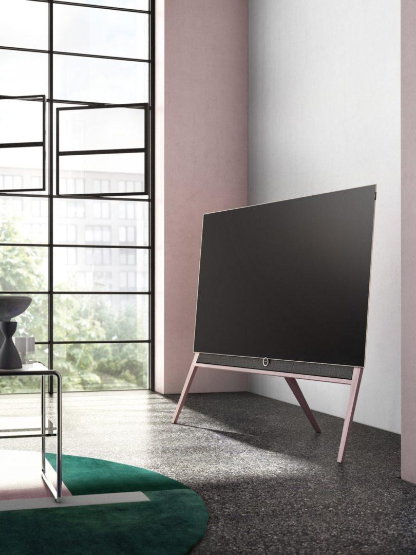 loewe bild 5 colour code tv tunes into bauhaus color. Black Bedroom Furniture Sets. Home Design Ideas