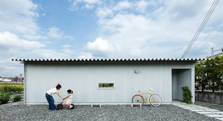 A U-Shaped House in Osaka That Opens up to a Green Landscape