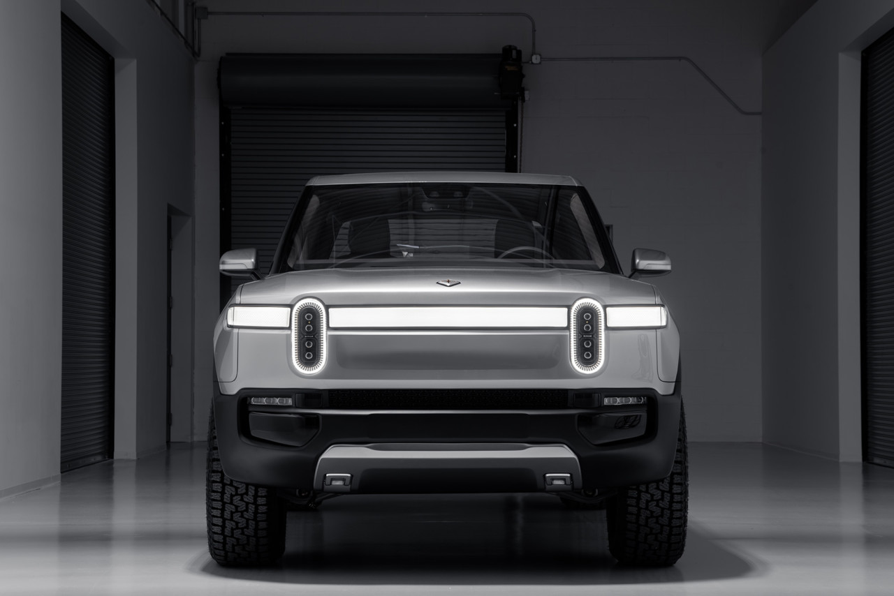 Rivian R1T Pickup Electrifies the Los Angeles Auto Show