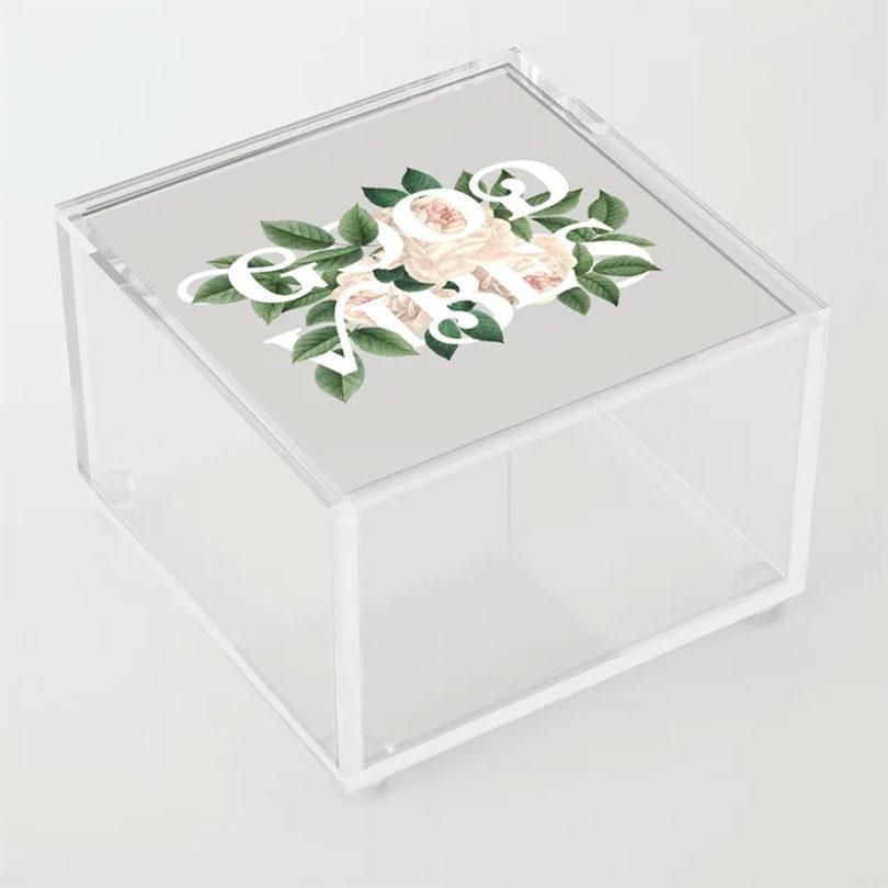很清楚:Society6的新丙烯酸盘子+盒子为你的生活增添了更多的艺术