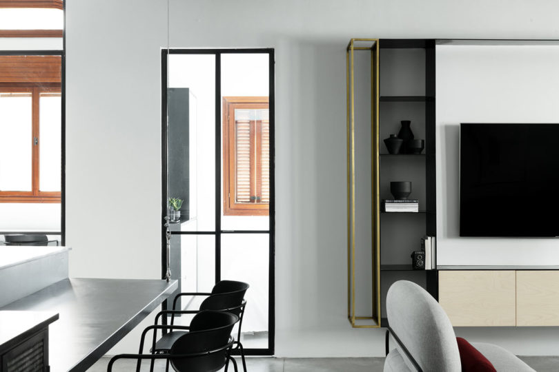 ... Its Original Jaffa Character, Including Tall Ceilings And Wooden  Blinds. They Wanted The Apartment To Feel Open While Having A Home Like  Coziness To It ...