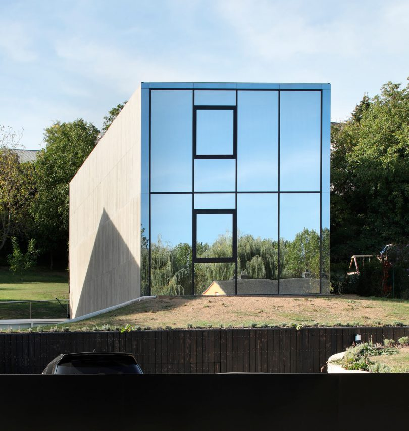 Hercule: A Monolithic Home That Rises from the Ground like an Iceberg