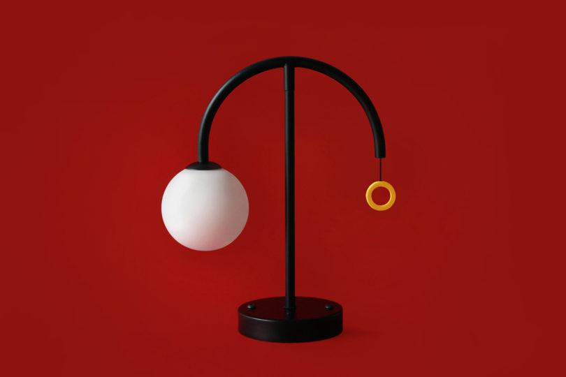 平衡优美的莫斯台灯