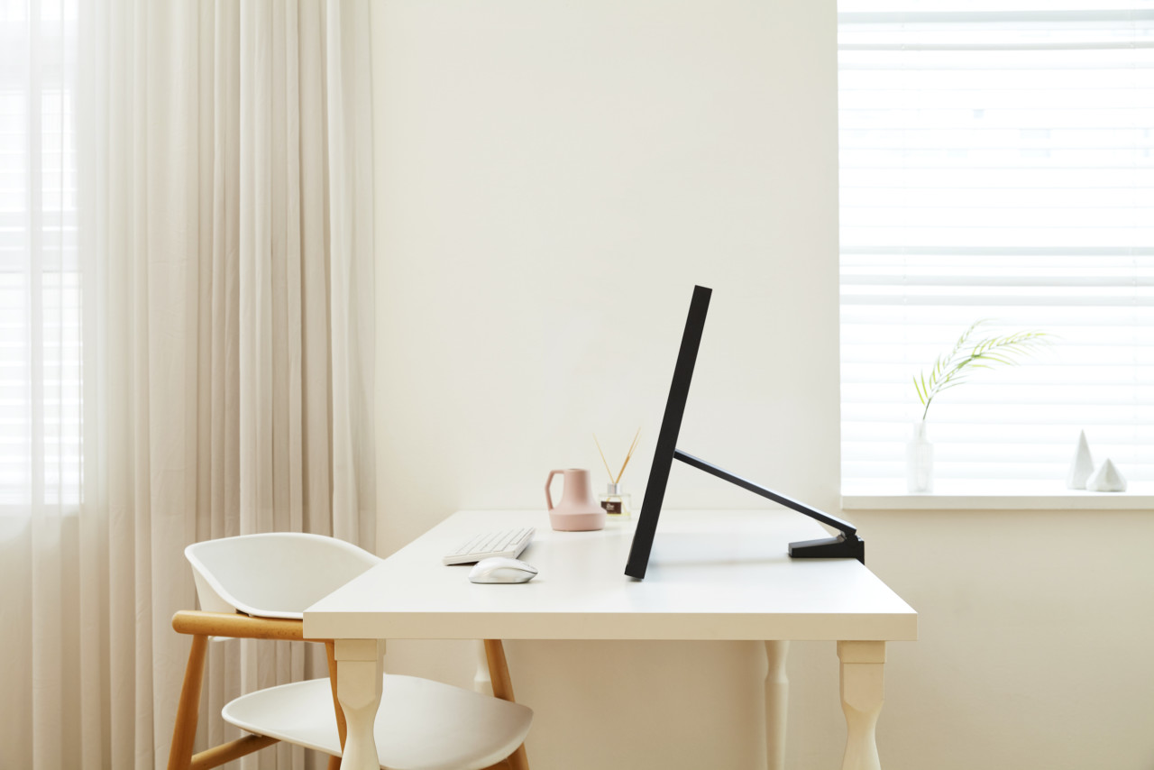 Samsung Space Monitor Optimizes Desk Space With Minimalist Design