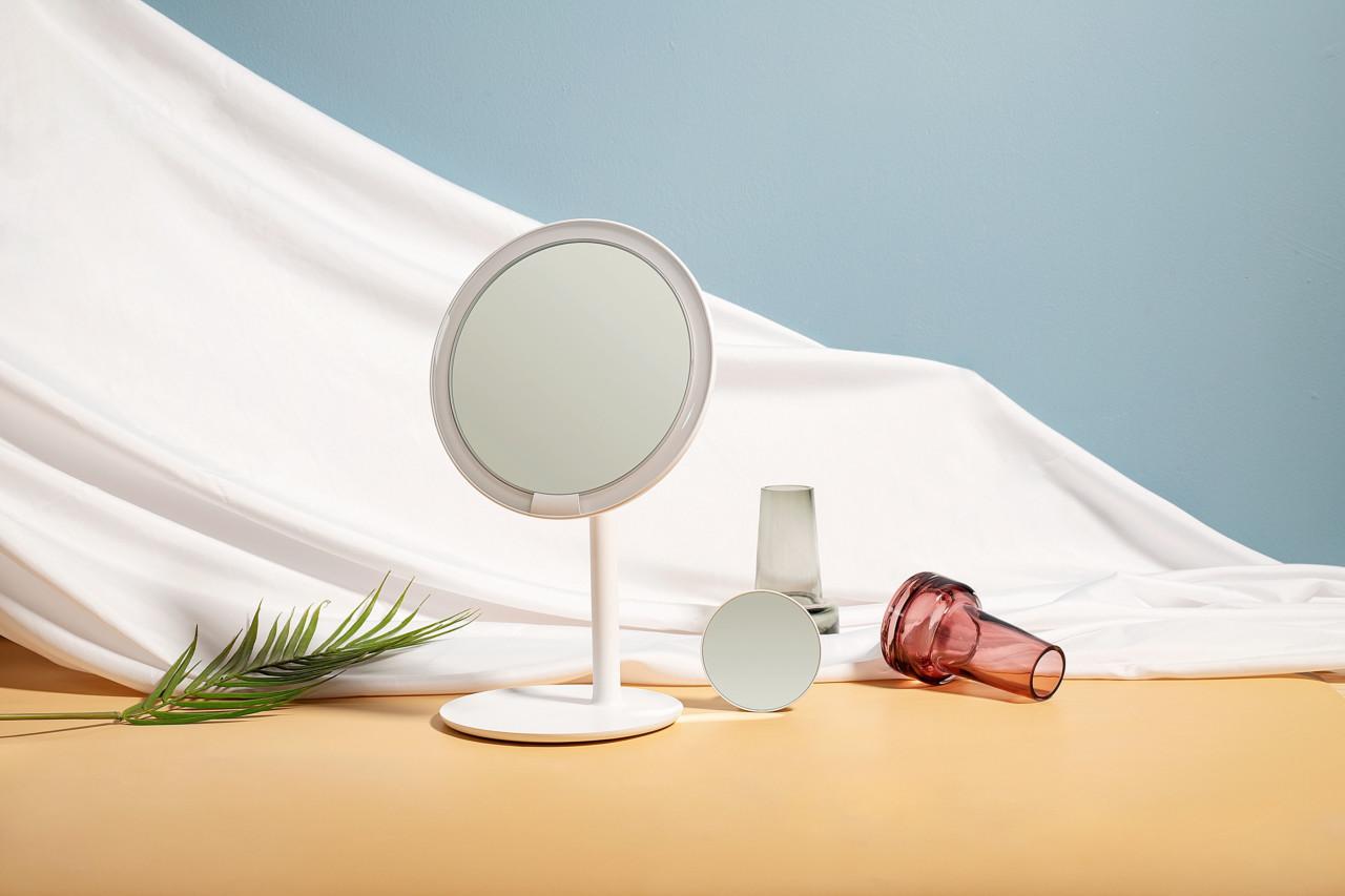 AMIRO Mirror's Sunlight-Simulating Design Shines Bright