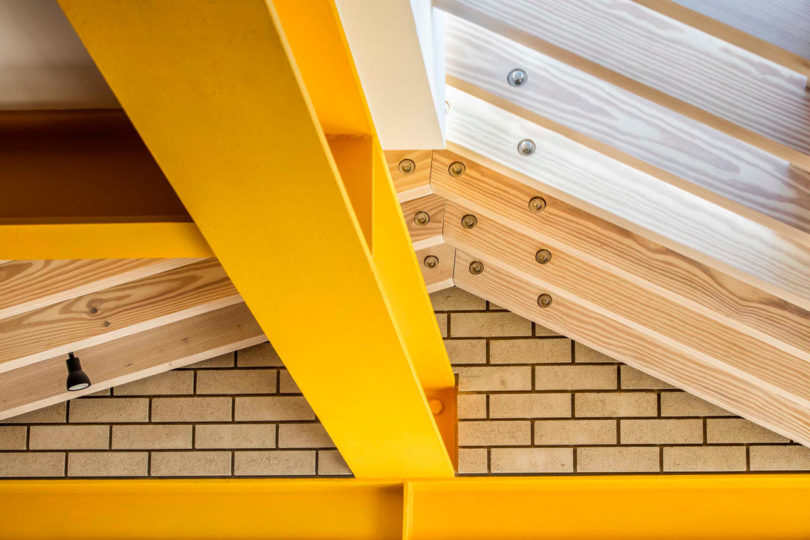 London's Yellow Steel House Is a Colorful Extension to a Terraced