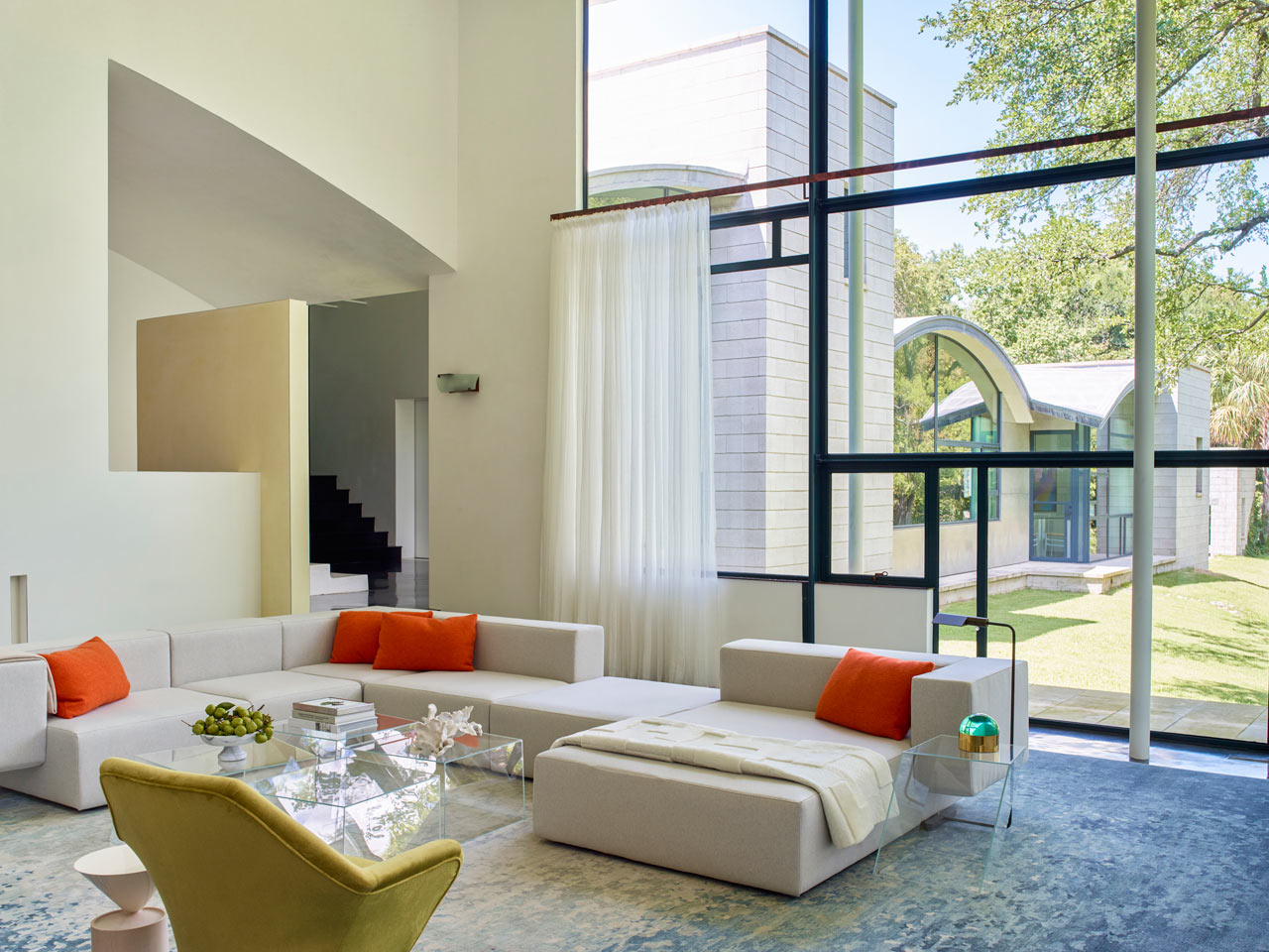 Emily Summers Brings Life to an 90s Home in Dallas