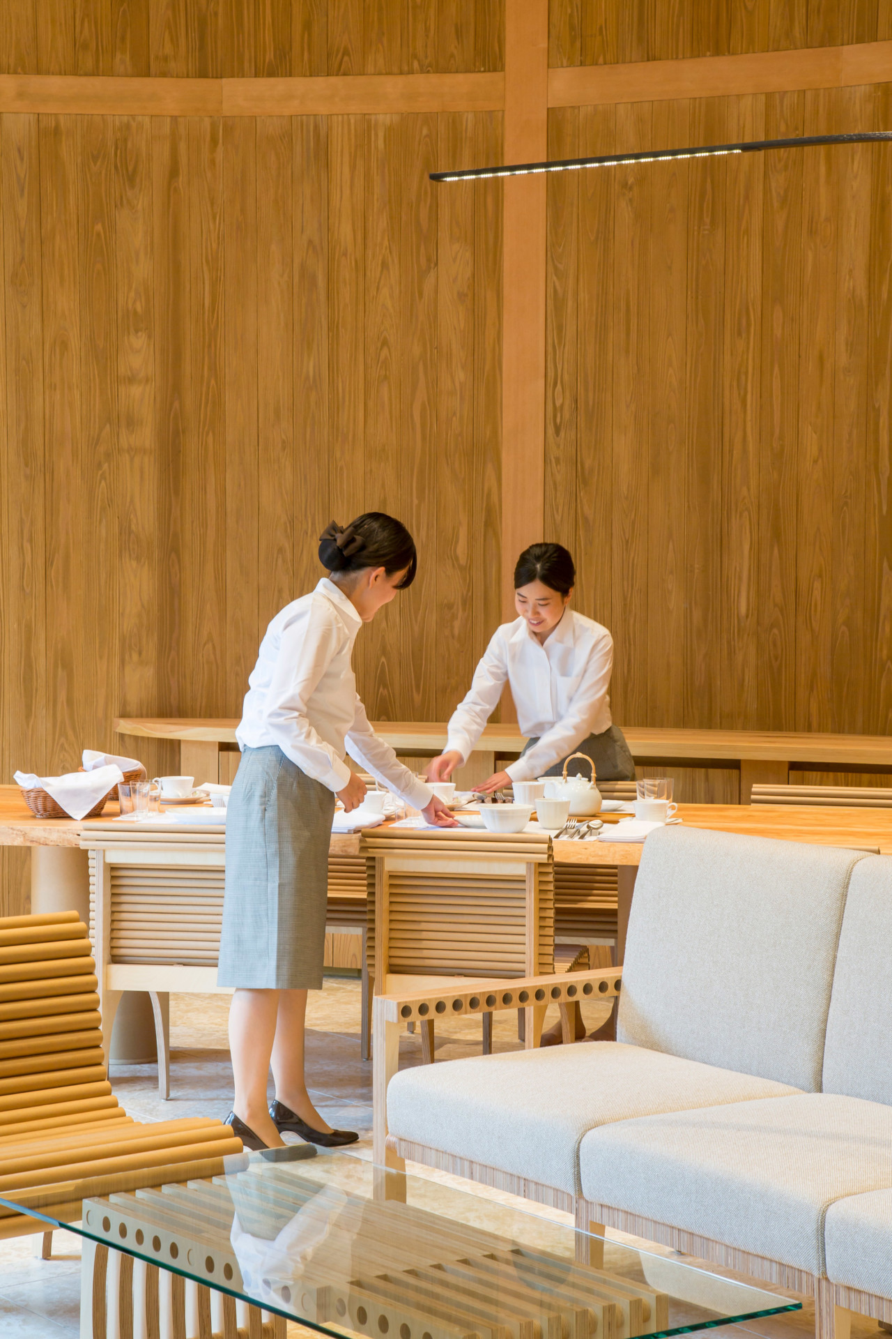 "backReturn to ""Shigeru Ban Designs a Sinuous, Restorative Retreat in Japan's Woodlands"""
