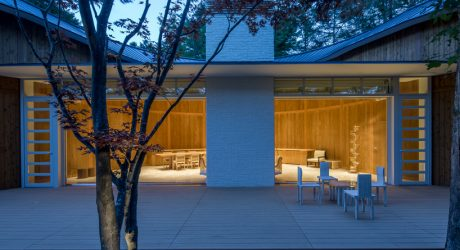 Shigeru Ban Designs a Sinuous, Restorative Retreat in Japan's Woodlands