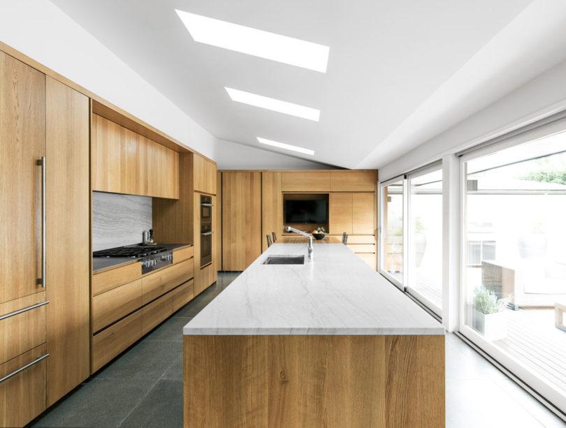 side vide of modern kitchen