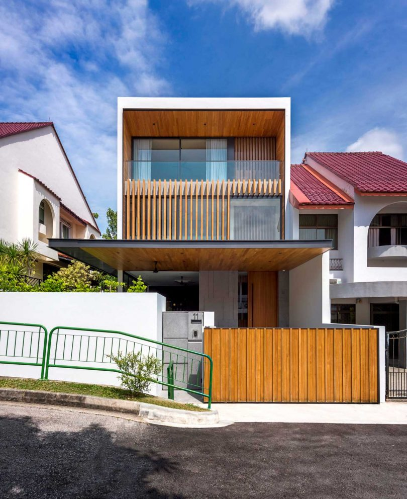 Ming Architects Designs a Standout Amongst a Sea of 80s Homes