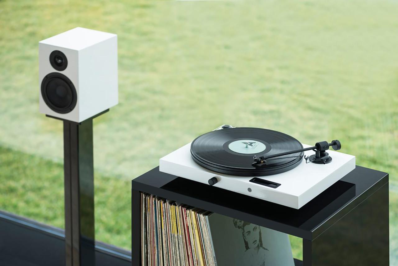 Pro-Ject Juke Box E HiFi Set Is Analogous to Audio Made Simple