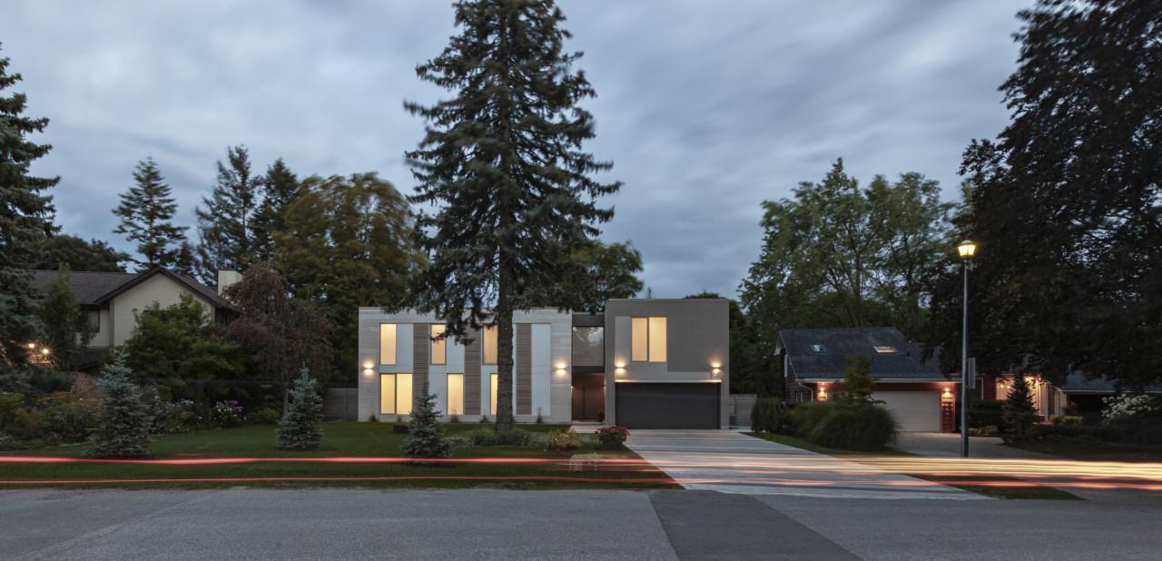 Twosome House in Toronto Runs Along Two Axes