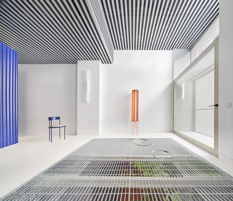 An Otherworldly Duplex Utilizes Color + Materials to Intensify Light