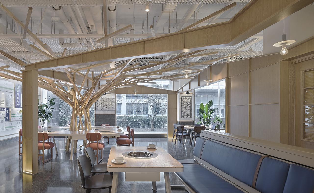 A Hotpot Restaurant That Resembles a Taipei Streetscape