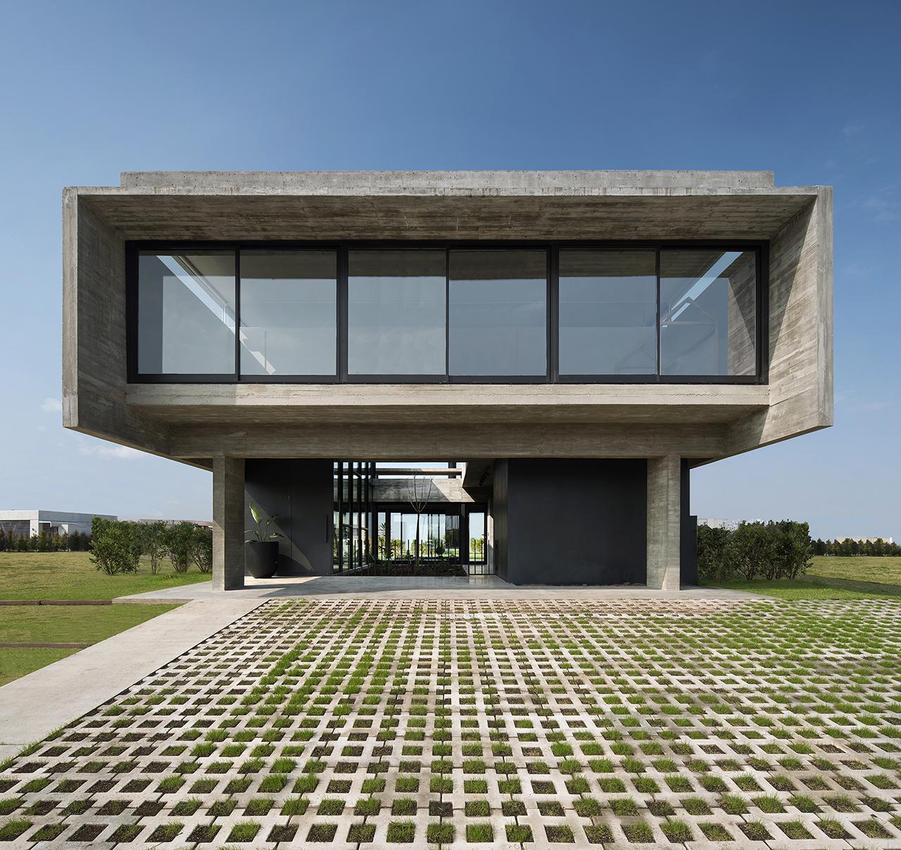 Casa Castaños: A Sleek Concrete Home with Airy Details