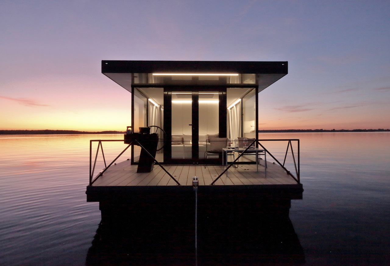 loungeboat: An Architect Couple Designs an Apartment on the Water