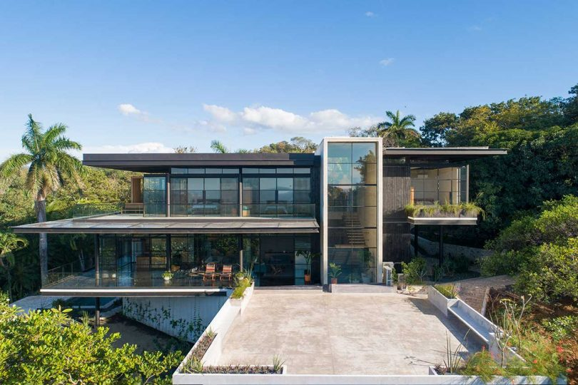 A Costa Rican Retreat Nestled in the Hills Overlooking the Pacific Ocean